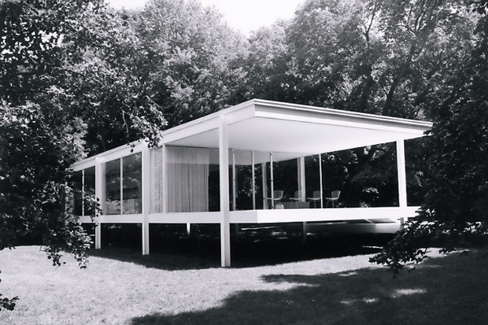 mies van der rohe 39 s farnsworth house a book by paul clemence architizer. Black Bedroom Furniture Sets. Home Design Ideas