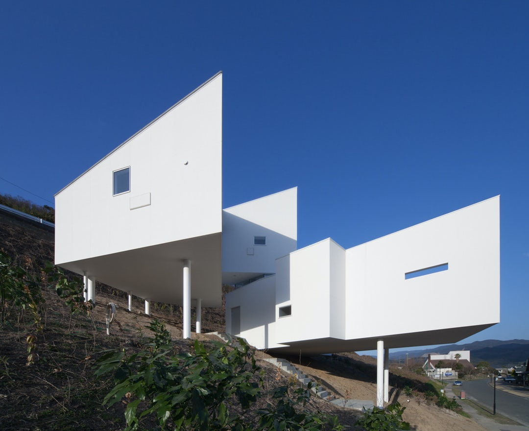 Modern house on steep slope for Building a house on a slope