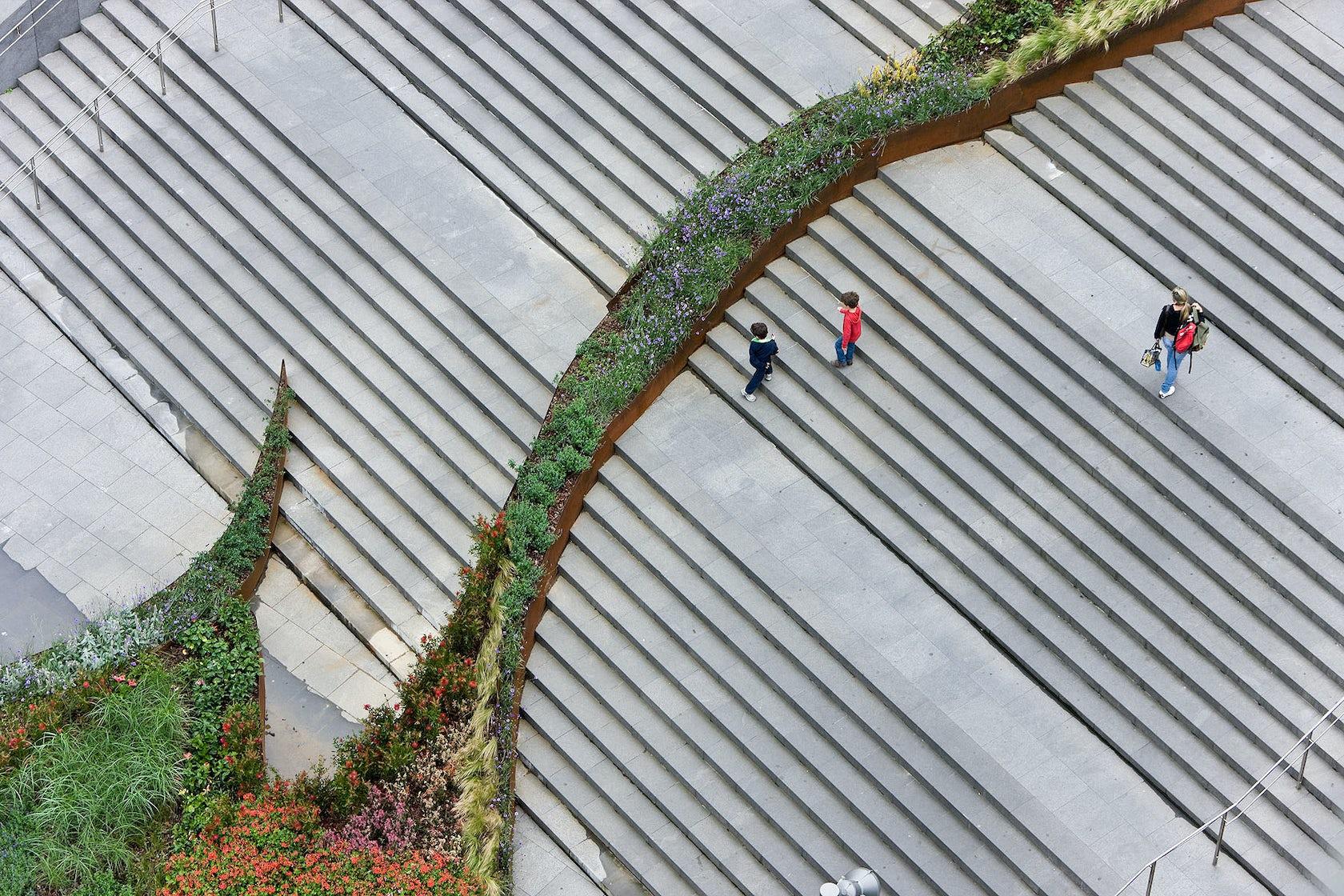 The Garden That Climbs The Stairs Bilbao Jardin 2009